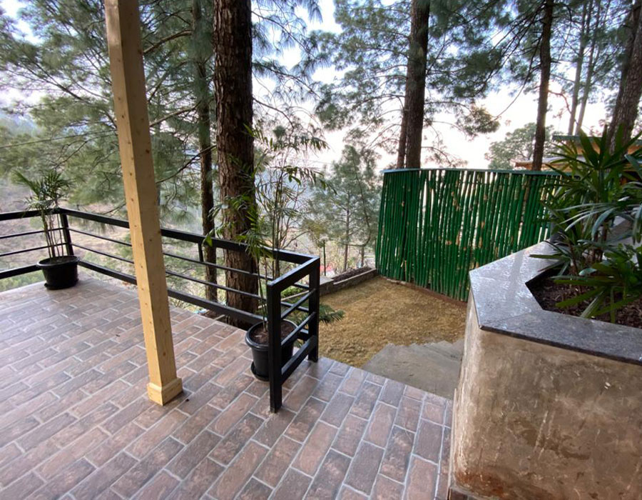 kasauli-hills-resort-balcony-lounge-accommodation-exterior-rooms-cottaages-suites