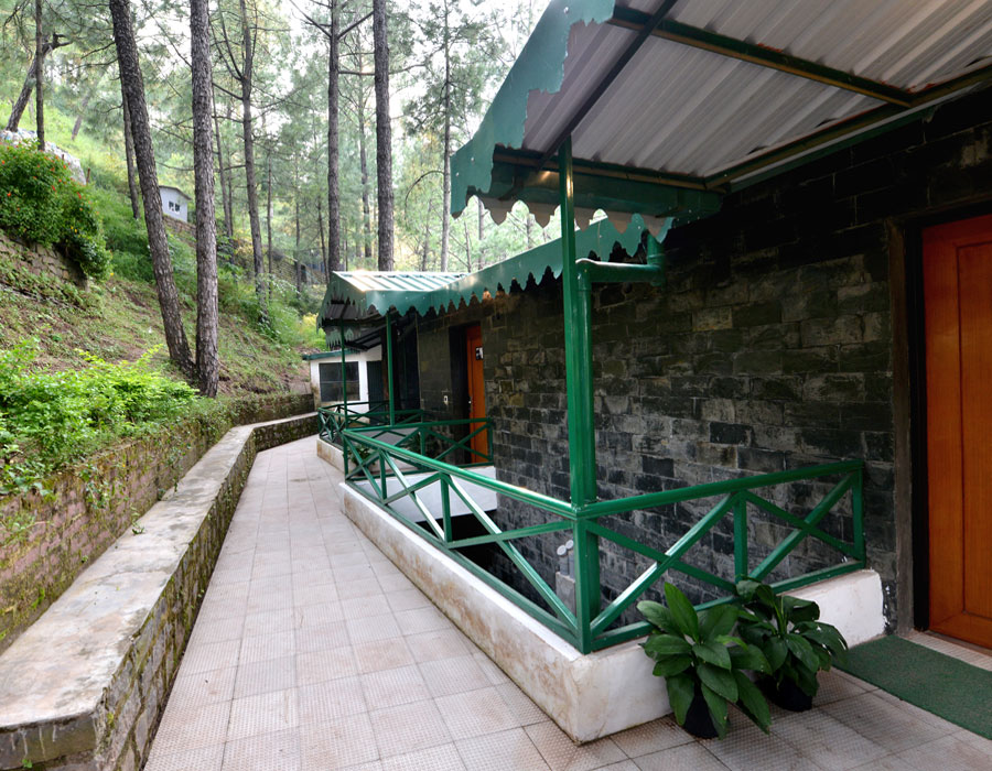 kasauli-hills-resort-deluxe-room-valley-facing-rooms-cottages-accommodation-suites-interior-valley-facing-views-outer-look
