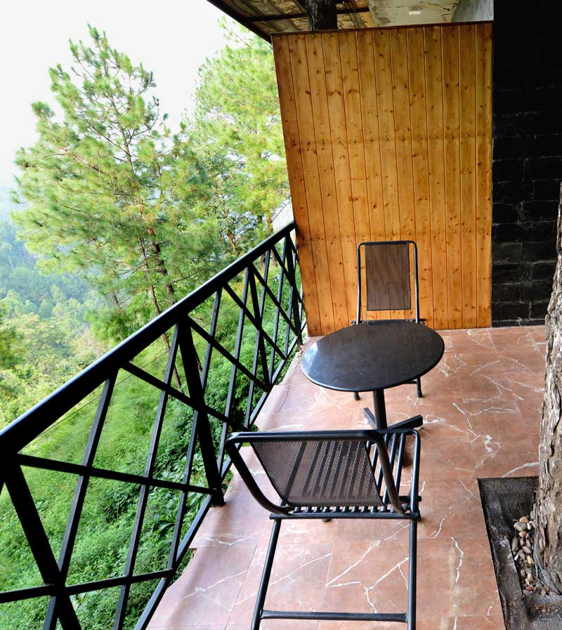 kasauli-hills-resort-deluxe-rooms-accommodation-valley-facing-view-accommodation