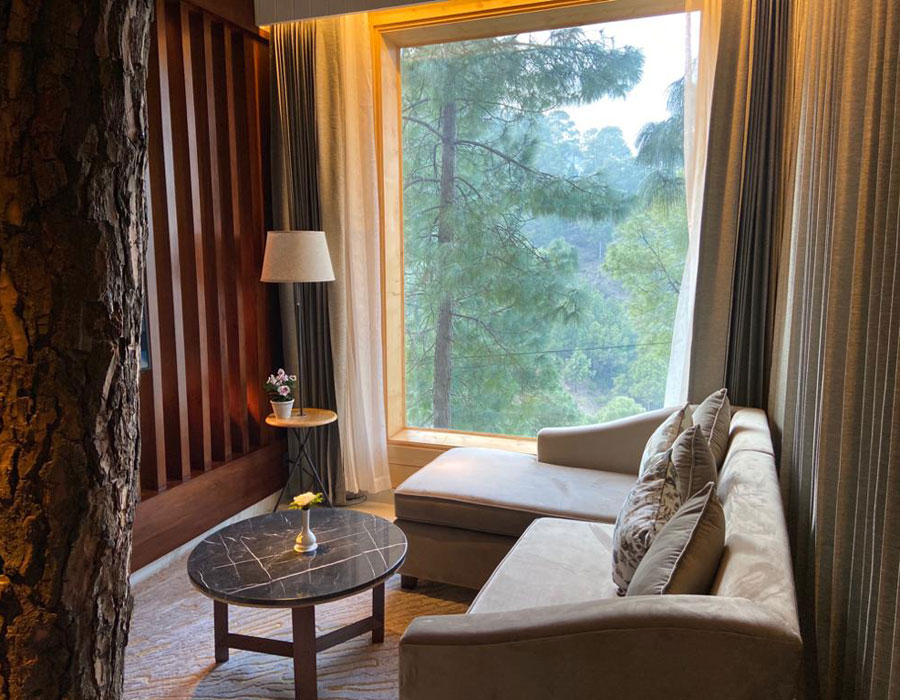 kasauli-hills-resort-premium-plus-cottage-valley-facing-rooms-hotels-resort-accommodation-cottages-lounge-balcony
