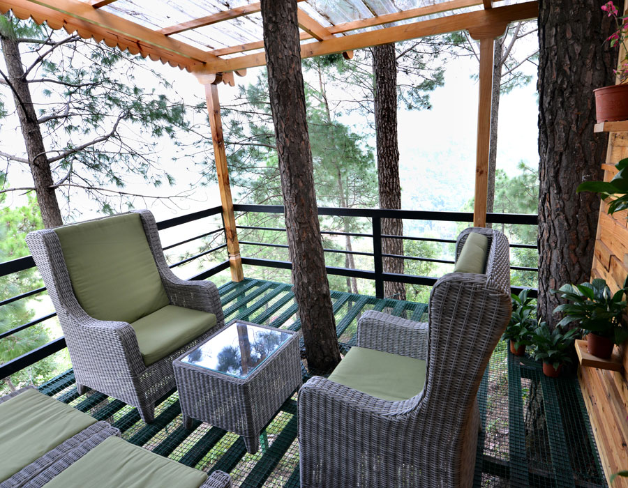 premium-cottage_valley-facing-cottages-rooms-hotels-resort-views-accommodation-spacious-bathroom-interior-amenities-lounge-balcony