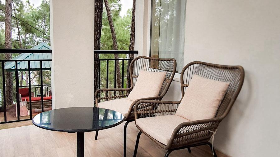 alpviraam-kasauli-solan-himachal-pradesh-accommodation-balcony-sitting