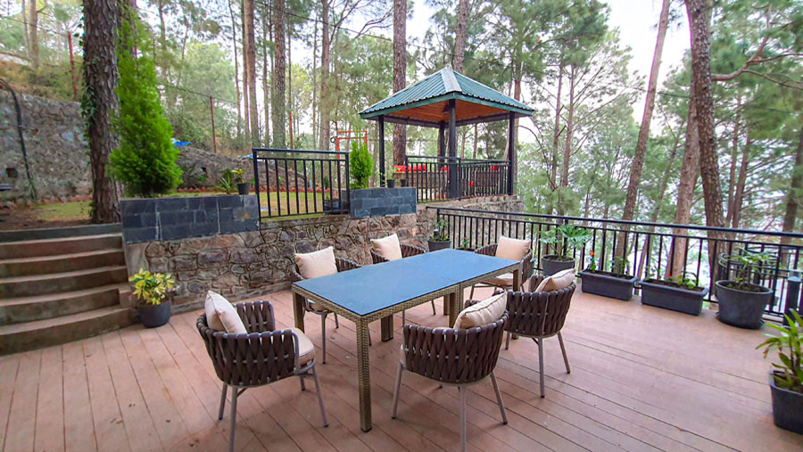 alpviraam-kasauli-solan-himachal-pradesh-accommodation-outside-sitting