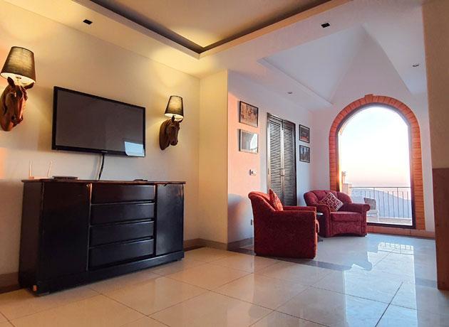 timbuk-too-kasauli-lounge-1-gallery-page