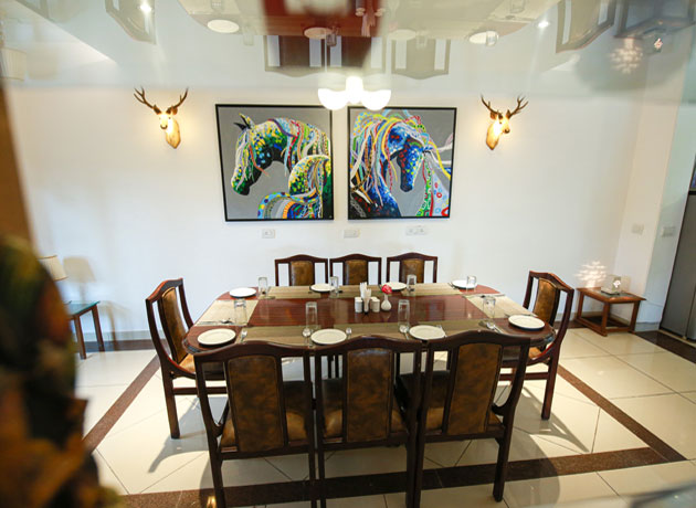 timbuk-too-kasauli-villas-rooms-cottages-resorts-hotels-accommodation-in-kasauli-best-price-dining-area