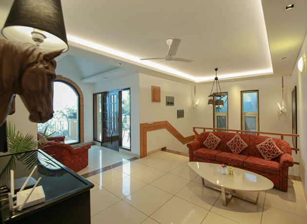 timbuk-too-kasauli-villas-rooms-cottages-resorts-hotels-accommodation-in-kasauli-best-price-lounge-balcony