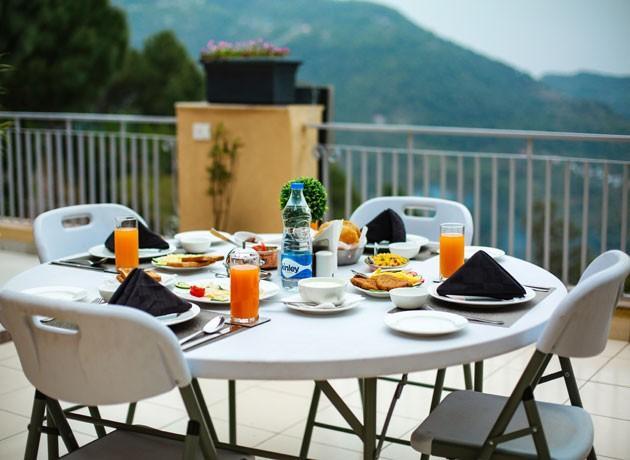 timbuk-too-kasauli-villas-rooms-cottages-resorts-hotels-accommodation-in-kasauli-best-price-plush-multi-cuisine