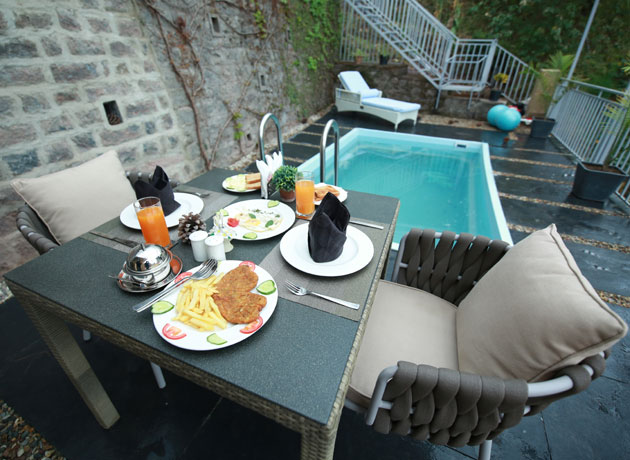 timbuk-too-kasauli-villas-rooms-cottages-resorts-hotels-accommodation-in-kasauli-swimming-pool-area-with-cuisine