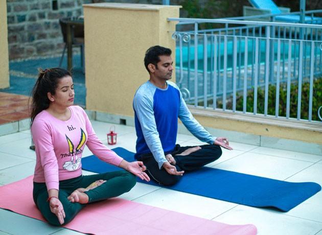 timbuk-too-kasauli-villas-rooms-cottages-resorts-hotels-accommodation-in-kasauli-visitors-doing-yoga-meditation